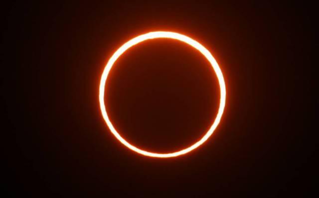 Fenomena Gerhana Matahari ini memang unik, dan menarik bagi traveler.