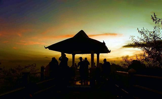 Hangatnya Pagi Hari Sunyi Di Puncak Suroloyo, Kulon Progo