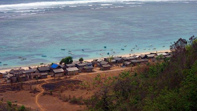 Pantai Pandawa ini juga dikenal sebagai Pantai Kutuh oleh orang setempat.