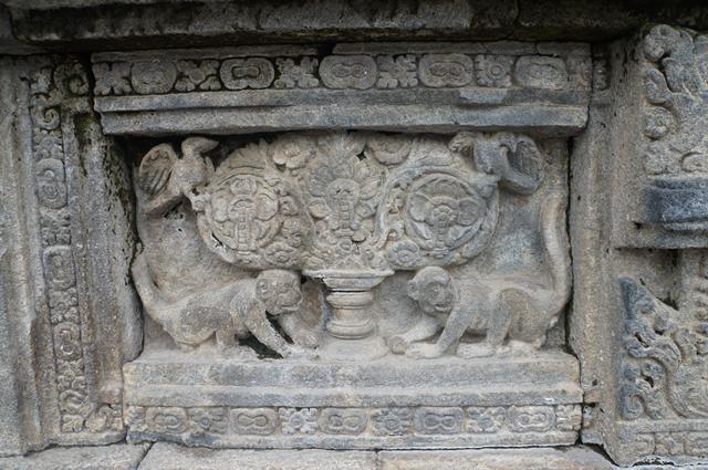 Salah satu relief di Candi Prambanan.