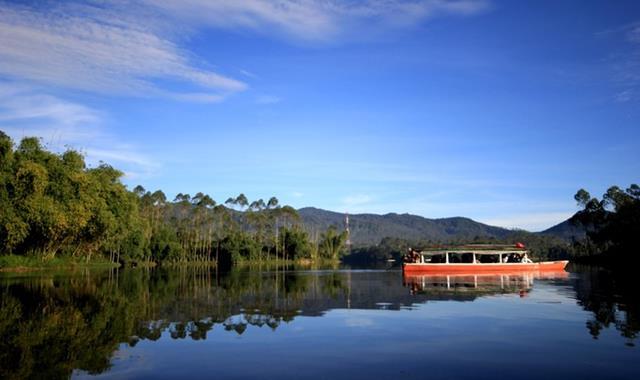 Situ Cileunca, yang sepi tapi menarik bagi para pecinta alam.