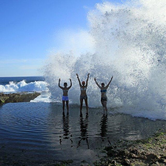 The devil's tear best moment! Salah satu destinasi paling menarik di Nusa Lembongan.