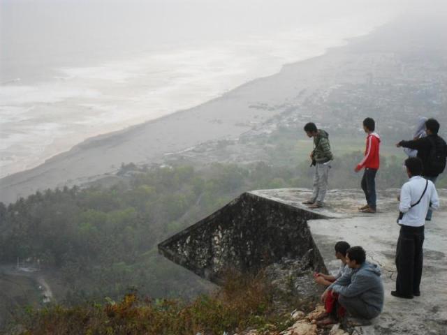 Cara Lain Menikmati Pantai Parangtritis Dari Ketingian Bukit Parang Endog.