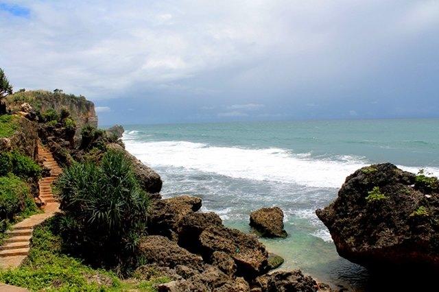 Pemandangan sekitar Pantai Ngobaran