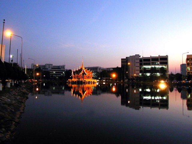 Ramkhamhaeng tempat kuliah para mahasiswa di Bangkok.