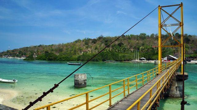 Jembatan penghubung antar pulau