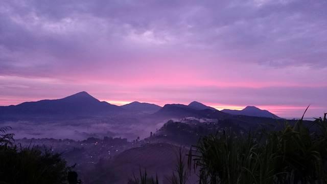 Gunung Batu Lembang Ini Ternyata Adalah Tempat Asik Melihat Sunrise Di Bandung Yang Mengejutkan Cantiknya!