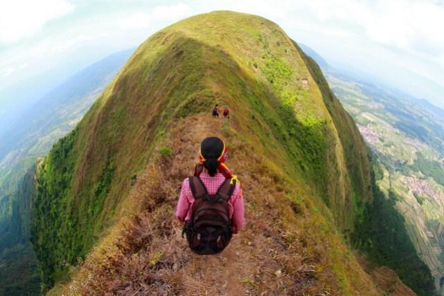 Pemandangan menakjubkan dari puncak Gunung Andong (source photo)