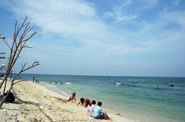 Pulau Untung Jawa, salah satu pulau di Kepulauan Seribu untuk berlibur di lepas laut Jakarta.