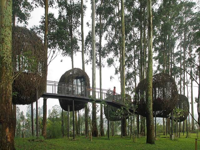 Dusun Bambu, Rasakan Kesegaran Bandung Sambil Bercengkrama Bareng Keluarga.
