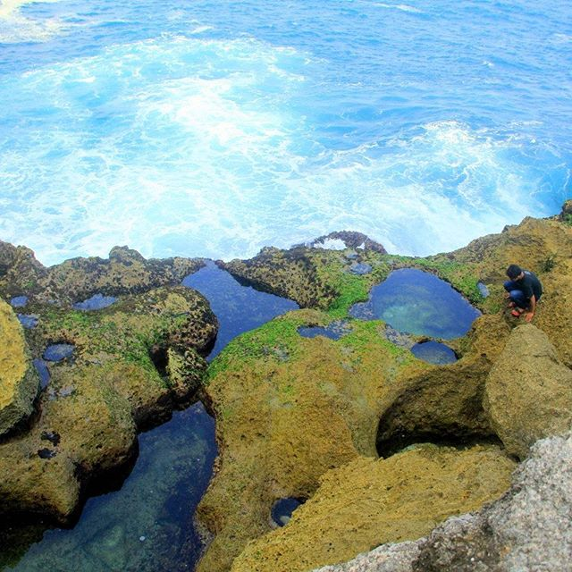 Pesona Pantai Kedung Tumpang Tulungagung