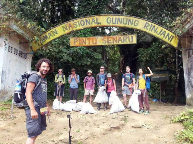 Yay! Mari kita bersihkan Gunung Rinjani dari sampah!