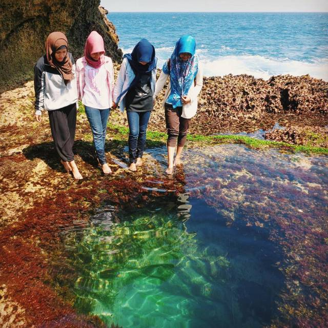 Pantai Kedung Tumpang di Tulungagung yang sekarang lagi ngehits.