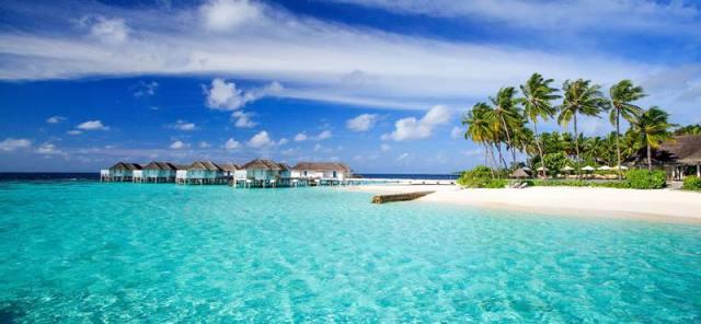 Pantai di maldives yang begitu menggoda.
