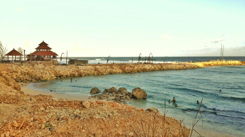 Pantai Melasti biasa digunakan untuk upacara melasti penduduk setempat.
