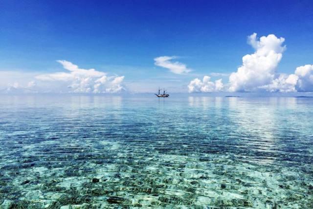 Raja ampat juga bisa ditempuh dengan kapal Pelni dari Tanjung Priok Jakarta. Jadi liburan ala backpacker ke Raja Ampat itu sangat mungkin!