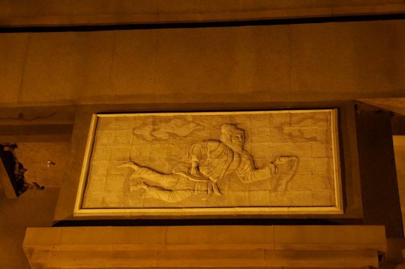 Relief dan ukiran yang ada di tiap sisi monumen (2)