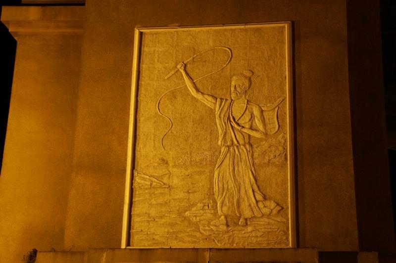 Relief dan ukiran yang ada di tiap sisi monumen (3)