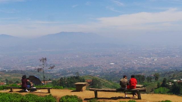 Warung Daweung Dengan Pemandangan Kota Bandung
