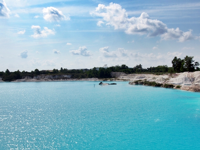 Danau Kaolin besar ketika siang hari