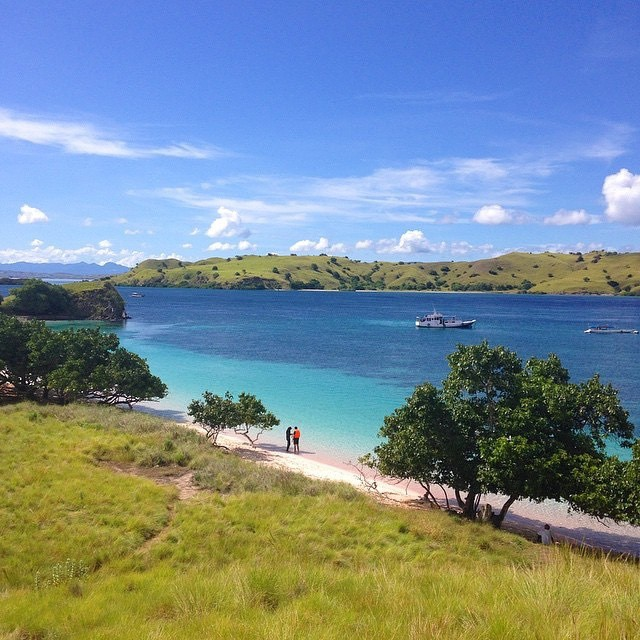 Pantai Pink, Pulau Komodo, NTT