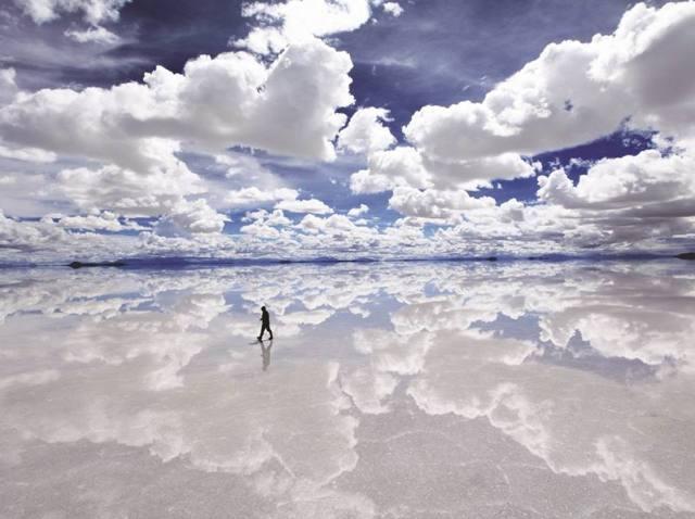 Seperti bukan di dunia, tetapi inilah Salar De Uyuni padang garam terbesar di Dunia