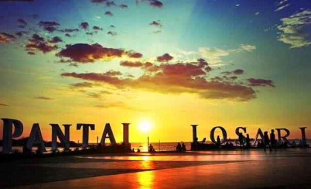 Sunset di Pantai Losari, Makasar (sumber)