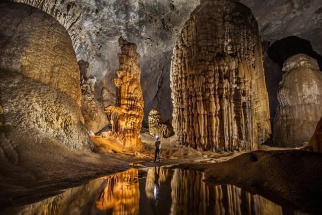 Keindahan di dalam gua Son Doong
