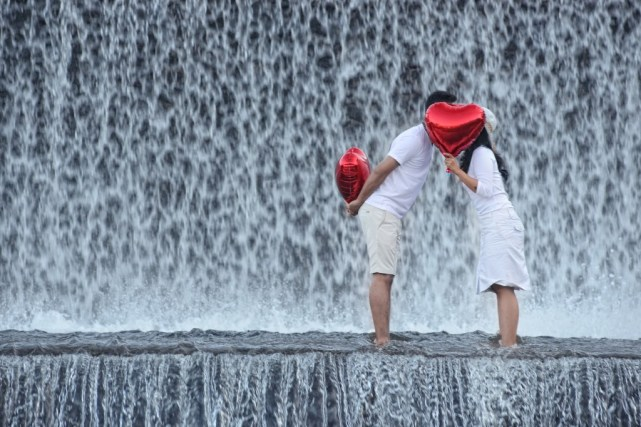 Meskipun basah, Dam Sungai Unda Klungkung tetap mempesona