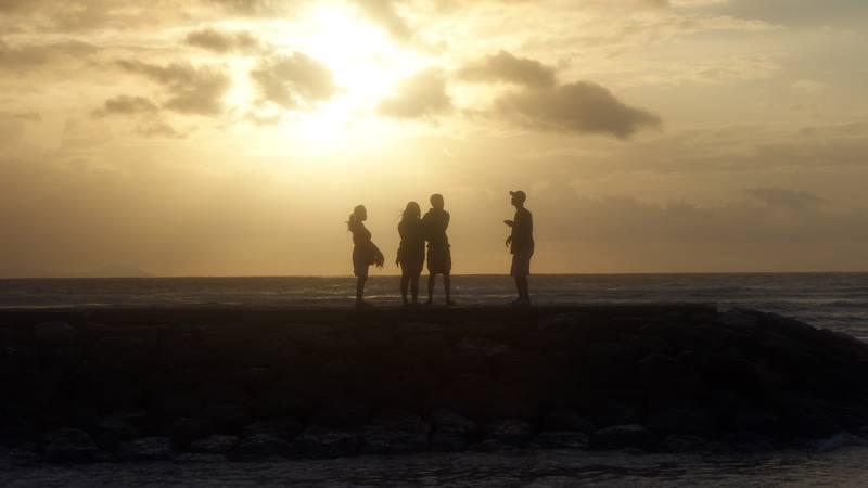 Menikmati sunrise di Sanur.