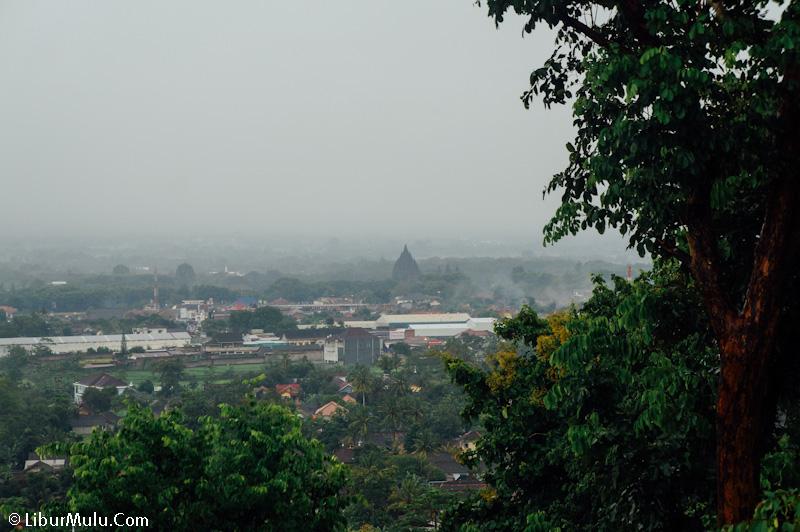 Candi Prambanan terlihat samar di kejauhan dari Area Candi Ratu Boko