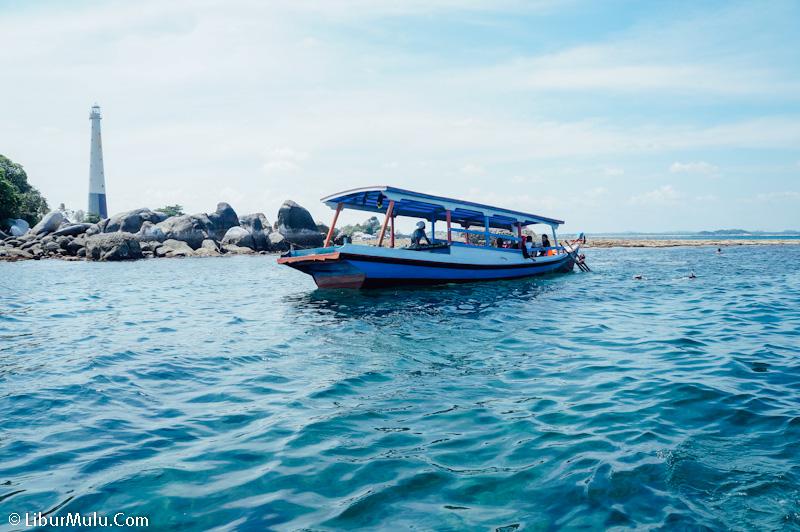 Pemandangan Pulau Lengkuas dari spot snorkeling