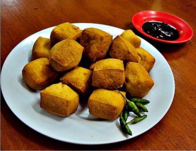 Tofu Pong with sambal petis