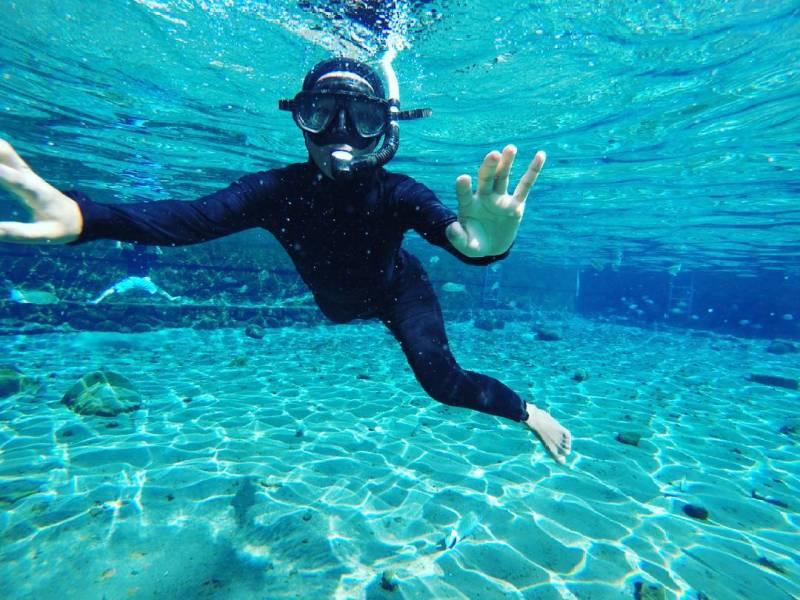 Air di Umbul Ponggok Klaten ini begitu jernih dan bening