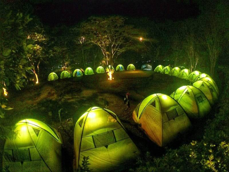Habiskan malam dengan camping seru di Situ Gunung