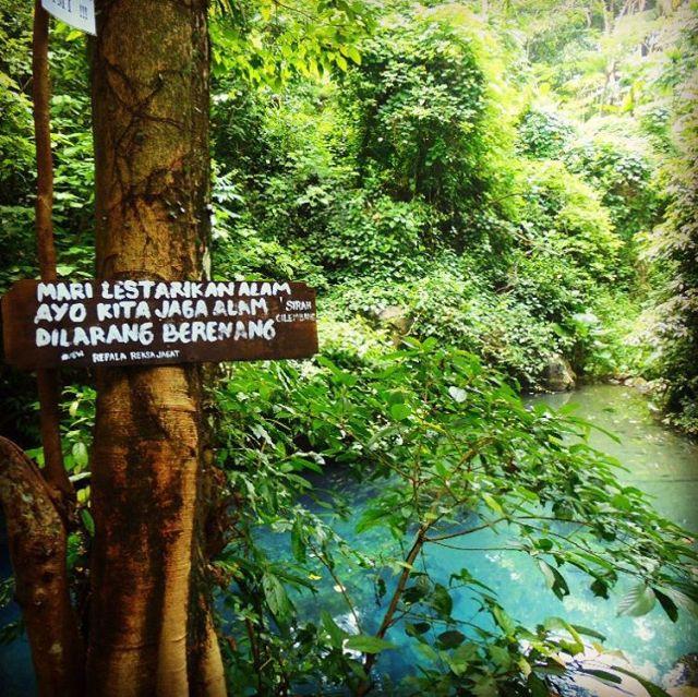 Jaga kebersihan dan dilarang berenang disini! Karena kalau kalian berenang di wisata terbaru Sumedang ini bisa bikin kotor airnya!