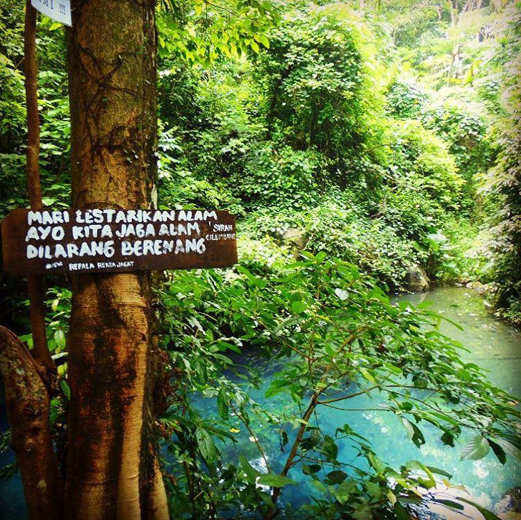 Jaga kebersihan dan dilarang berenang disini!
