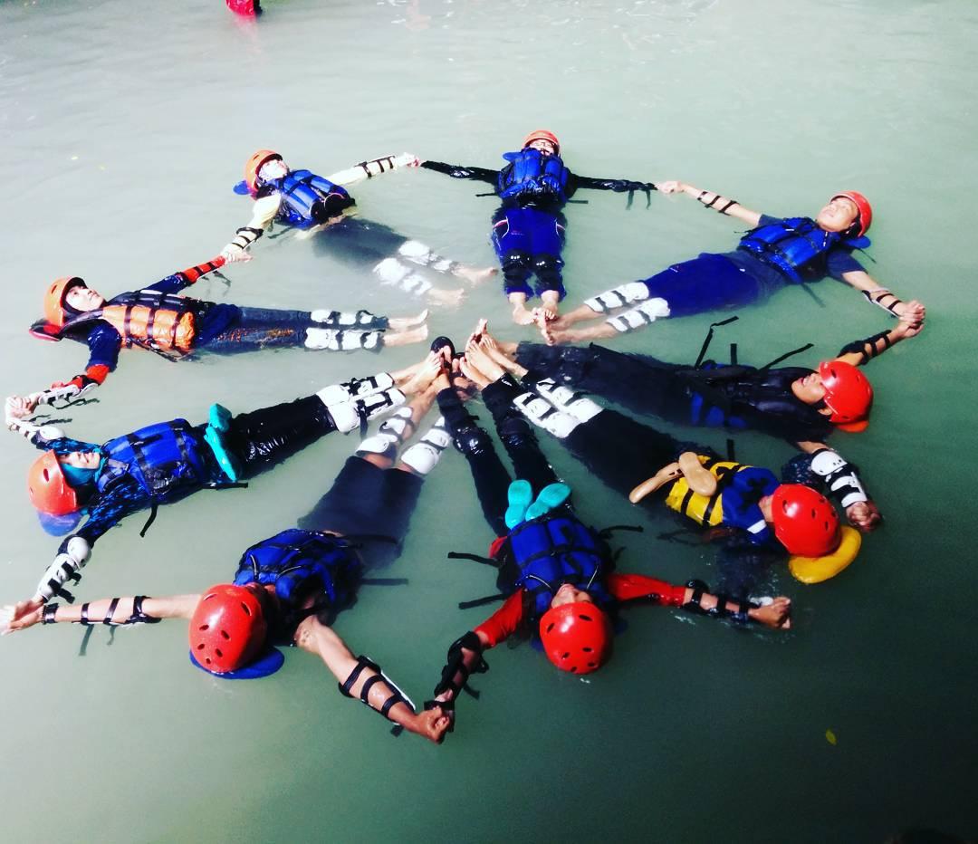 Kalisuci Dengan Daya Tarik Cave Tubing Yang Seru Blog Indonesia Tcash Vaganza 34 Totebag Beach Pose Wajib Kalau Di Via Https Instagramcom P Gtxtqnbv Utm Sourcerssutm Mediumrss
