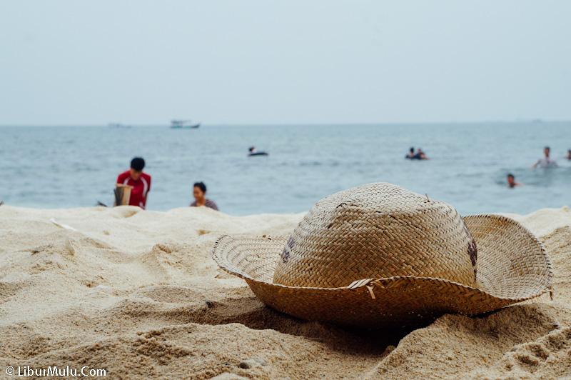 Pulau Untung Jawa adalah salah satu pulau terfavorit untuk liburan ketika weekend tiba.