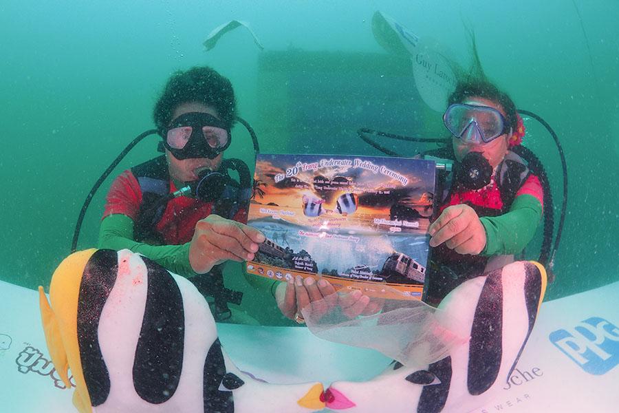 Underwater wedding, acara pernikahan yang tak biasa.