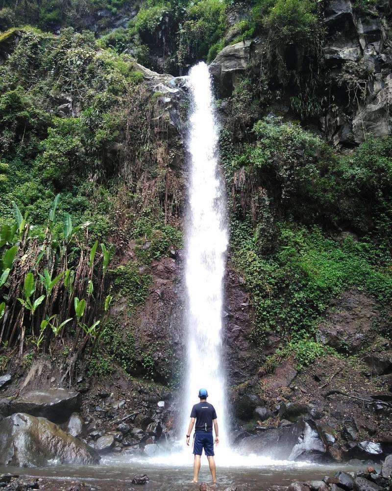 Yakin nggak mau liburan ke air terjun ini? via @rizaldhyari