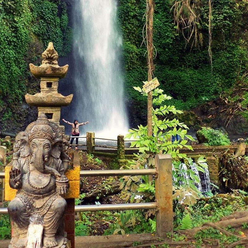 Yakin nggak mau liburan ke Grojogan Sewu Malang ini? via @ady_elcotrex