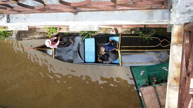Little Venice Bogor ini suasananya udah beneran kayak di luar negri! via IG @baharian_diko