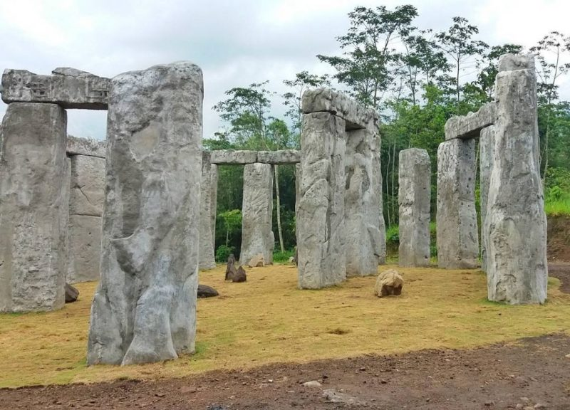 Anyone who wants to visit Stonehenge in Yogyakarta, this is a photo by IG @puthutardianto