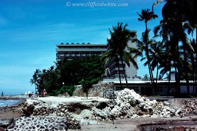 Bali Beach Hotel di Pantai Sanur adalah satu-satunya hotel paling mewah di Bali pada waktu itu. Sekarang sepertinya banyak bermunculan hotel mewah di Bali ya?