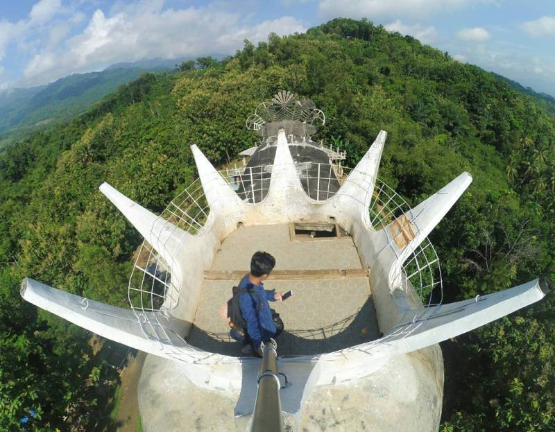 Gereja Ayam Bukit Rhema Magelang by IG @didikfakyudi