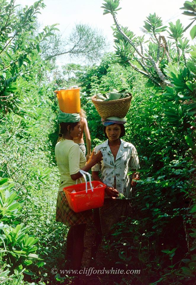 Penjual snack, dan makanan di Bali pada waktu itu