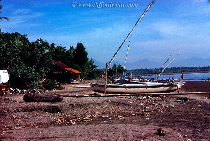 Foto jadul Bali: Sanur also still a quiet fishing village at that time