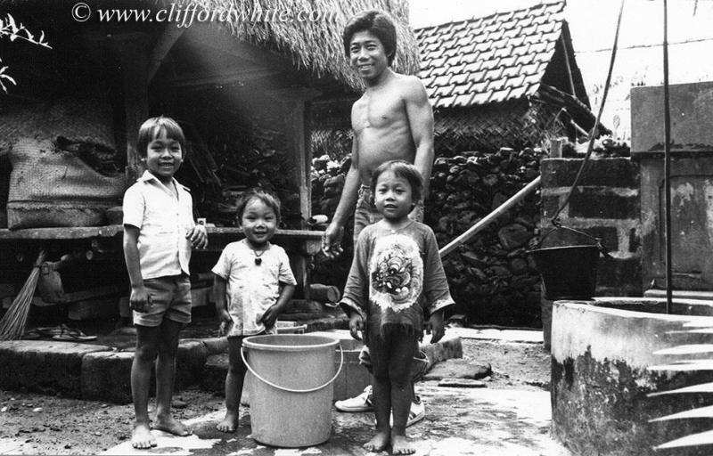 Apparently Balinese barong clothes have been hits since the 70s. And like this face of the Balinese people at that time.