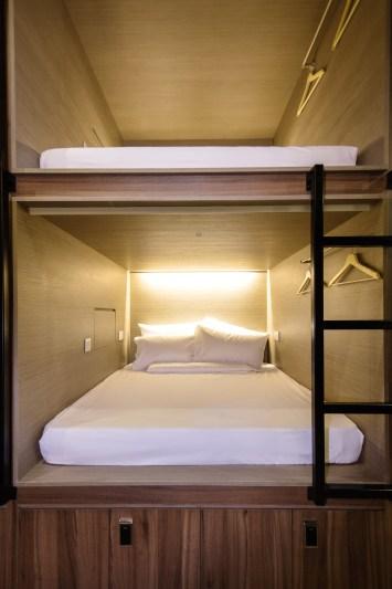 Foto kabin The Port by Quarters Hostel Singapura dilihat dari jarak dekat